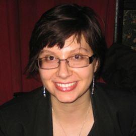 Genevieve Valentine Headshot