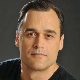 Dan Gardner Headshot