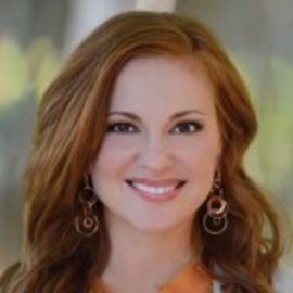 Angie Smith Headshot