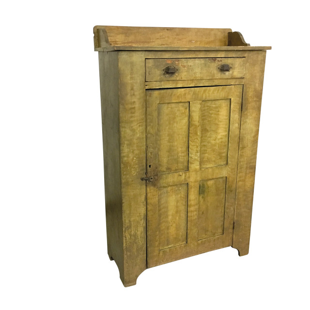 Country Mustard-painted Pine Cupboard (Lot 84, Estimate: $400-600)