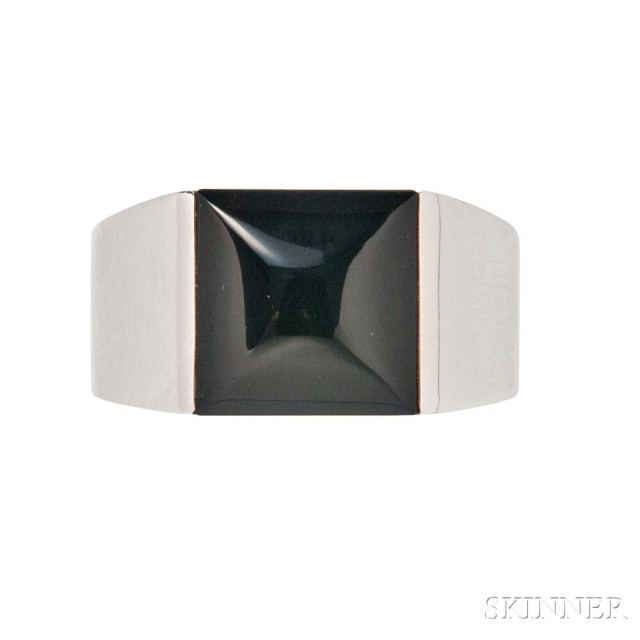 18kt White Gold and Onyx Ring, Cartier (Lot 1025, Estimate: $1,500-2,000)