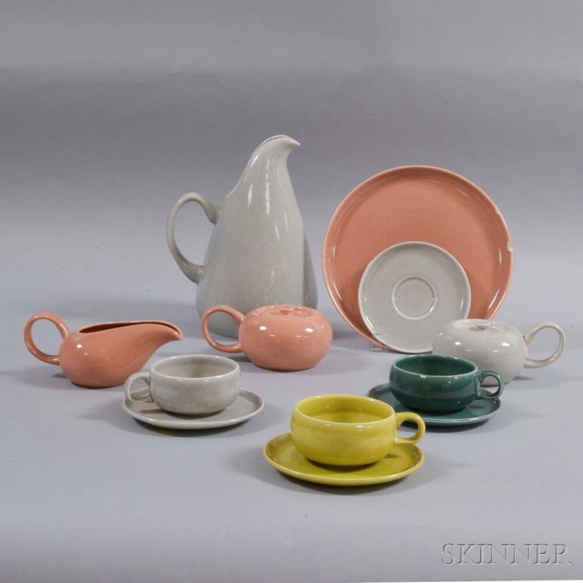 Twelve Russel Wright for Steubenville Pottery Tableware Items, 20th century (Lot 1039, Estimate: $250-350)